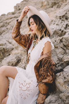 Adventures with Bethany Marie featuring Spell by Bryon Bay – Officially Quigley, Western, cowboy hat, saloon, photoshoot, blogger, ombre hair, gypsy, bohemian, malibu, beach, hills, hat, nature, style, model, fringe, leather, jacket