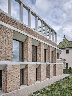 The Beauty of Bricks Decorate my Sett Brick Design, Roof Design, Facade Design, Brick Architecture, Minimalist Architecture, Building Facade, Brickwork, Modern Buildings, Villas