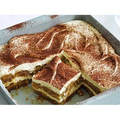 Italians know good food. And combining mascarpone, coffee, kahlua, finger biscuits and cocoa powder to create this spongey, syrupy dessert has to be one of their best ideas. Nutella Recipes, Brownie Recipes, Chocolate Recipes, Sweet Potato Fritters, Quinoa Sweet Potato, No Bake Desserts, Easy Desserts, Dessert Recipes, Italian Desserts