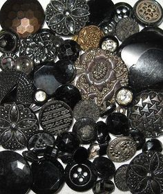 OLD VINTAGE LOT BLACK GLASS MOURNING VICTORIAN ANTIQUE BUTTONS , love these