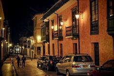 La localidad de La Candelaria de Bogotá es el corazón histórico y cultural de la ciudad. Como en sus comienzos la actividad comercial de la ciudad se movía colina abajo y hacia el norte, la arquitectura colonial se pudo mantener casi intacta. El centro histórico de Bogotá es uno de los mejor preservados en Latinoamérica.