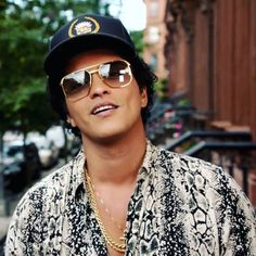 #BoaTarde #Hooligans #BrunoMars #peterhernandez Bruno Mars, Mars Wallpaper, Prince Royce, Famous Men, Famous People, Keith Urban, Dancing With The Stars, Classic Hollywood, Ikon