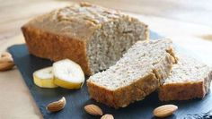 Paleo Bananenbrot The banana bread without wheat flour and sugar. Simply prepared and a delicious substitute for cakes, as a snack in between or for breakfast. Paleo Dessert, Paleo Banana Bread, Chow Mein, Snacks, Tofu, Bakery, Food And Drink, Yummy Food, Paleo Cookies