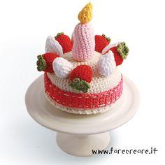 torta-uncinetto, spiegazioni scaricabili Crochet Cake, Crochet Food, Crochet For Kids, Picnic Foods, Play Food, Food Crafts, Knitted Blankets, Girl Dolls, Tart