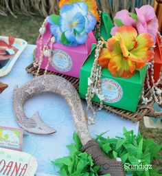 Make the guests feel special with personalized favors! Make your next birthday party a Moana party with help from @lauraslilparty! Follow the link and get all the details plus more party ideas!