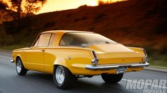 Plymouth Barracuda* Imagine if it had a Corvette inspired split rear window. Questionable but totally worth pondering on Plymouth Valiant, Plymouth Barracuda, Classic Chevy Trucks, Classic Cars, Valiant Acapulco, Vintage Cars, Antique Cars, Vintage Ideas, Plymouth Cars