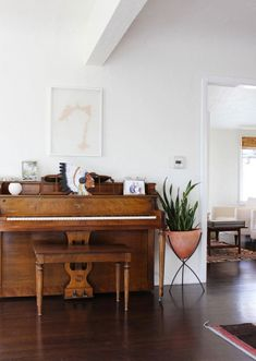 wood and a live plant warm up white walls (bamboo shades, dark wood and rugs in the background, too) // piano will be necessary in my future house My Living Room, Home And Living, Living Spaces, Design Apartment, Apartment Therapy, Attic Apartment, Renters Solutions, Sweet Home, Piano Room