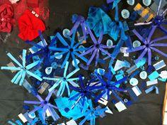 Collage de colors Realitzat amb diferents materials del color del mural, blau