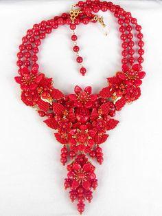 Stanley Hagler N.YC. Jewelry Crafts, Jewelry Art, Antique Jewelry, Beaded Jewelry, Vintage Jewelry, Flower Necklace, Crochet Necklace, Beaded Necklace, Necklaces