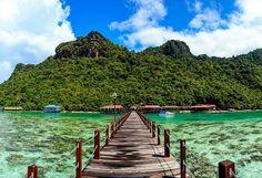 Malasia es un país fascinante. Un destino que ofrece todo lo que el turista pueda desear: bellos paisajes, increíbles ciudades o resorts de lujo en playas.