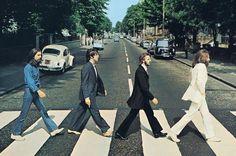 Os Beatles atravessando a Abbey Road