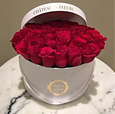 Signature Round Box ❤️ Chateau des Fleurs. Rose Collection. Flowers in a box. Boxed flowers. Flower. Roses. Luxury. Romance. Gift ideas. Luxe. Premium. Toronto. Hamilton