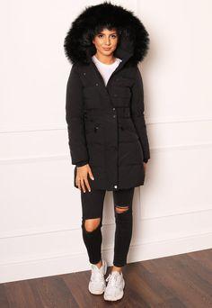 Ski Fashion, Unique Fashion, Puffer Coat With Fur, Black Quilt, Christmas Shopping, Fur Trim, Winter Coat, Faux Fur, Fitness Models