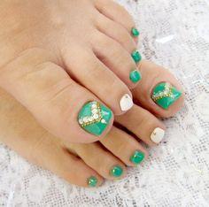 Green and White Toenails