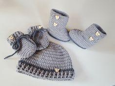 Schönes Set bestehend aus Babymütze, die passenden Booties und die passenden Handschühchen, kuschelig weich und warm für den kommenden Herbst/Winter.  In verschiedenen Farben erhältlich.  Das...