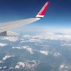 #Aurinkomatkaaja Alppien yllä. #wing #plane