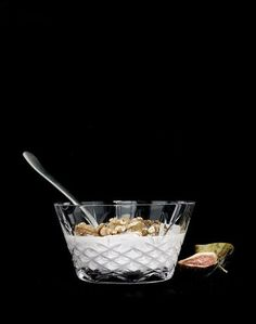 Lekker skål fra det danske designmerket Frederik Bagger. Skålen kan brukes til oliven, nøtter eller snacks. Flott gave!MålH:8 cmØ:13,5 cmSkålen har 2 års garanti mot glasspest og har eksepsjonell god holdbarhet.Materiale og vaskeanvisning: Blyfri krystal. Glasset er FDA godkjent og fri for giftige tilsetningsstoffer. Tåler oppvaskmaskin (på glassprogram).