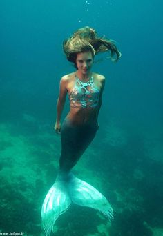 36-year old Hannah Fraser from Australia has been working as a professional mermaid for 10 years and she loves her job