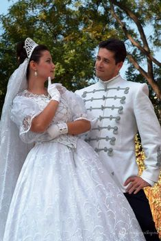 The Hungarian style is everlastingly beautiful! Traditional Wedding Attire, Traditional Outfits, Hungarian Women, American Dress, Costumes Around The World, Groom And Groomsmen Attire, Beautiful Costumes, Folk Fashion, Embroidery Suits