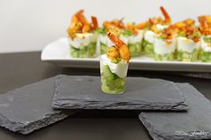 Amuse-Gueule mit Avocado und Shrimps ~ der perfekte Sart für ein geselliges Menü Gourmet Dinner Recipes, Delicious Dinner Recipes, Healthy Eating Tips, Healthy Breakfast Recipes, Homemade Muesli, Vegetable Drinks, Tray Bakes, Avocado, Salad Recipes
