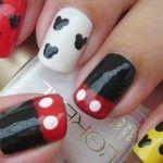 Nail Art. Decoración de uñas de Mickey Mouse