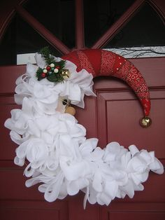50 DIY Santa Christmas Decoration IdeasSanta Claus is the most famous fictional character associated with Christmas. Wreath Crafts, Diy Wreath, Christmas Projects, Holiday Crafts, Wreath Ideas, Santa Crafts, Tulle Wreath, Burlap Wreaths, Diy Crafts