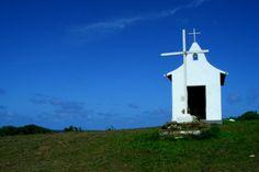 Capela de São Pedro, em Fernando de Noronha. Visite o BrasilGuias