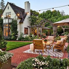 This backyard area looks beautiful and perfect for entertaining! Would you love … This backyard area looks beautiful and perfect for entertaining! Would you love to have a backyard like this one? 🏡 Tag a friend you would hang out back here with! Outdoor Spaces, Outdoor Living, Outdoor Decor, Outdoor Furniture, Patio Design, Exterior Design, Brick Design, Decor Interior Design, Interior Decorating