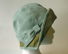 ~Persephone - 1920s Faux Suede Cloche~ it would be so cool to have a hat like this!
