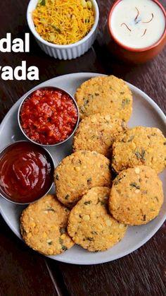 Medu Vada Recipe, Chaat Recipe, Indian Dessert Recipes, Indian Snacks, Indian Recipes, Vegetarian Snacks, Savory Snacks, Comida Diy, Pakora Recipes