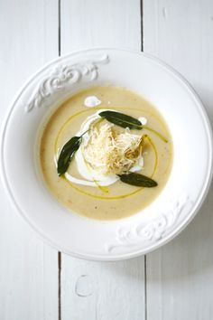 Apple & celeriac soup with fresh horseradish
