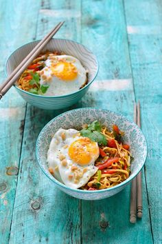 """The best recipe for """"Bami goreng with an egg"""" can be found at njam! Discover more than thousands of tasty njam! Recipes for everyday cooking pleasure! Veggie Recipes, Indian Food Recipes, Asian Recipes, Healthy Recipes, Food Porn, How To Cook Pasta, Food Inspiration, Love Food, Food To Make"""
