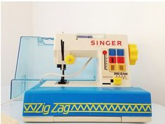 Vintage Singer toy sewing machine, great condition for its age! very rare!Vintage are one off pieces so when they have gone they've gone!