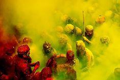 Holi Lieder in gelben Wolken - Jagjit Singh - # Holi Poster, Jagjit Singh, Yellow Cloud, Liquid Paint, Indian Festivals, New Artists, Custom Art, Aerial View, Green And Grey