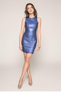 hot high heels in glue Sexy Skirt, Dress Skirt, Bodycon Dress, Tight Dresses, Cute Dresses, Hot High Heels, Metallic Dress, Metallic Fashion, Leather Dresses