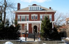 Barack Obama's Chicago Home - Barack and Michelle Obama were living in a Chicago condo when they bought this Georgian Revival home in June, It is a designated historical home in Chicago's Hyde Park-Kenwood neighborhood. Chicago House, Hyde Park Chicago, Chicago Style, Chicago Area, Barack Obama, Places In Chicago, Visit Chicago, Restaurants