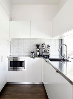 Burgess Residence by Atkinson Pontifex | White and stainless steel grey modern L-shaped kitchen