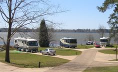 Tired of un-level campsites? Go out and enjoy spacious, big campsites at Army Corps Of Engineers RV Campgrounds.