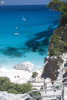 loved this little spot in Sardegna (Italia) Italy Vacation, Vacation Spots, Italy Travel, Places To Travel, Places To See, Sardinia Italy, Sardinia Island, Destination Voyage, Beach Trip