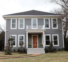 Blaugraue hausfassade wei e akzente dunkles dach und for Gartengestaltung joanna