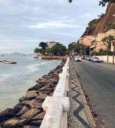 Do FDS ali na urca!  #mureta #urca #riodejaneiro Bonde, Salvador, Brazil, Sidewalk, Christ The Redeemer, Nature, Classroom, Savior, Walkways