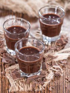 Kinderschokolade-Likör - eine Kombination aus zarter Schokolade und feinem Korn.