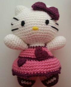 Muñeca Hello Kitty tejida a crochet. Patrón en http://tejiendoconchico.blogspot.com.es/