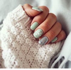 Winter mint nails