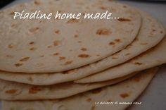 La piadina home made, fatta a casa, ricetta facile e veloce. Con il Bimby ma anche senza. Contiene olio d'oliva, niente strutto. Rimangono morbide.