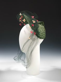 Hat Sally Victor (American, Date: 1943 Culture: American Medium: straw, silk Dimensions: 11 x 11 in. 1940s Fashion, Vintage Fashion, Victorian Fashion, 1940s Hats, Vintage Outfits, Vintage Hats, Vintage Purses, Vintage Clothing, Hat Stands