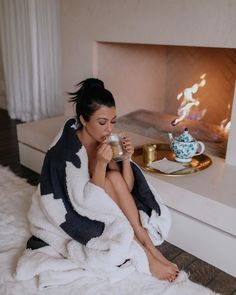 """Kourtney Kardashian on Instagram: """"Sleep is so important for our physical and mental health, and of course we all need our beauty sleep. When creating this Apple Pie Dream of…"""" Kourtney Kardashian, Kardashian Jenner, Kardashian Style, High Ponytails, Jenner Style, Celebs, Celebrities, Beauty Photography, Nice Tops"""