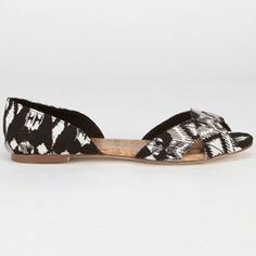 Tigerbear Republik Bust A Move flats. Canvas upper with open sides and peep toe. Cute Casual Shoes, Bust A Move, Womens Flats, Peep Toe, Slippers, Fashion, Moda, Fashion Styles, Slipper