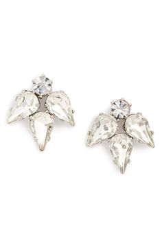 These sparkly crystal earrings are simple yet glamorous @nordstrom #nordstrom