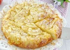 Gâteau aux Pommes et Poires Ultra Léger WW – Plat et Recette WW ultra light apple and pear cake, recipe for a tasty fruity cake, soft and tender in the mouth, easy to make for dessert Köstliche Desserts, Delicious Desserts, Dessert Recipes, Pear Cake, Apple Cake, High Protein Breakfast, Ww Recipes, Breakfast Recipes, Food And Drink